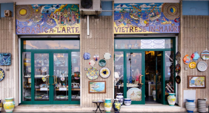 Ceramiche L'arte Vietrese in Maiori store