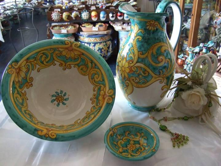 Ceramic homewares from Ceramiche L'arte Vietrese in Maiori