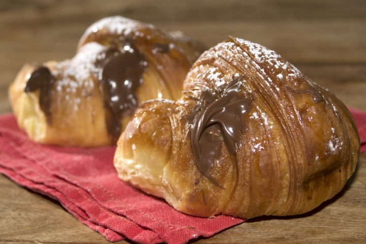 Cornetto alla nutella (pastry/croissant with nutella)